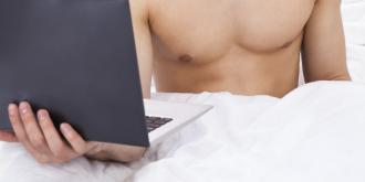 Πως το πορνό και το Ίντερνετ καταστρέφουν την ερωτική ζωή των αντρών; Μια έρευνα απαντά